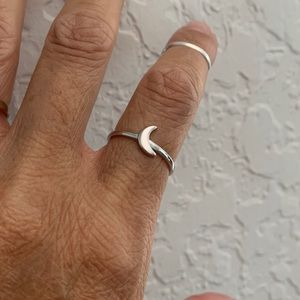 Jewelry - 🌙🌙NEW🌙🌙 Silver Small Solid Crescent Moon Ring